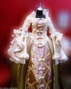 G040 Northern Europeans Lady Cabaret Renaissance Showgirl Dress Gown